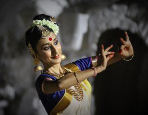 Smt Bindu Rajendran (Mohiniattam dance)